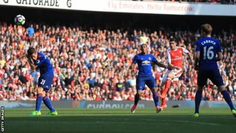 Arsenal ended Manchester United's 25-match unbeaten run in the Premier League and kept up their hopes of securing a place in the top four.After a largely uneventful first half, Granit Xhaka opened the scoring with a deflected shot from distance, which looped over goalkeeper David de Gea.And they doubled their lead three minutes later when Danny Welbeck headed home against his former club after a pinpoint cross from Alex Oxlade-Chamberlain.