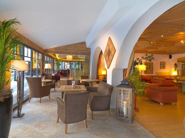 Rezeption und Wintergarten Hotel Alpendorf