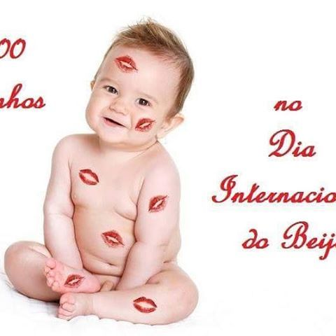 1000 beijinhos!! 💋💋💋 Dia internacional do beijo! #dicas #dica #beijo #beijos #kiss #kissing #pitacos #diainternacionalbeijo #diadobeijo #blogger #blogueira #insta #instagood #instakiss #instalike  #instalove #love #amo #beija #beija #beijando #beijao