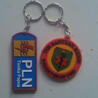 gantungan kunci karet PLN dari Papua dan Medis dari Sulawesi.Order Hubungi : 082 133 953 257, 085 62 666 720, Pin BB : 3142F251