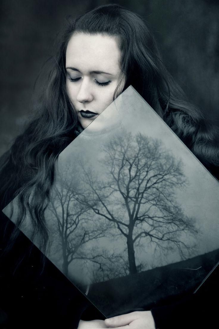Photographer: Wojciech Zwolinski – Cambion Art Model: Joanna Invi – Art of Invi