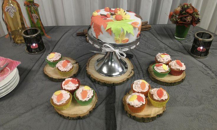 #Bruidsproeverij met cupcakes thema herfst. Vulling:aardbeienbavarois