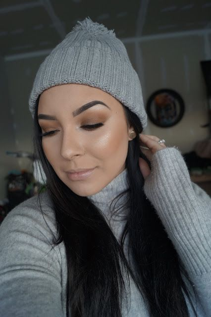 Simple, Easy Makeup Look using Too Faced Semi Sweet chocolate bar palette + Becca Moonstone highlighter + Anastasia Beverly Hills brows #motd  #makeup #