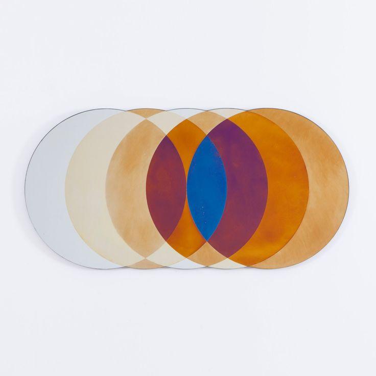 Specchi circolari a colori, arancio, blu e viola. Round mirrors in colours, orange, blue and purple. Transience Mirror Circles, Lex Pott & David Derksen http://www.lexpott.nl for Transnatural #vemarancio