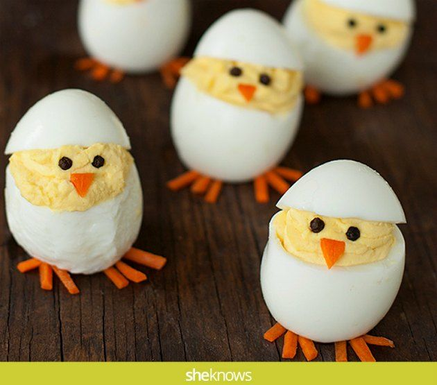 en sjov måde at servere æggene på til påskefrokosten.