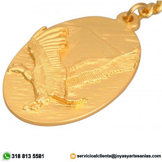 Llavero Cóndor de los Andes baño en oro de 24k, #joyasprecolombinas http://www.joyasyartesanias.com/llavero-condor-de-los-andes.html
