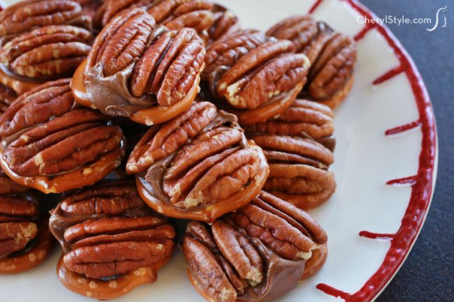 our easy pretzel turtles with Rolos & pecans are the perfect holiday dessert! | CherylStyle.com