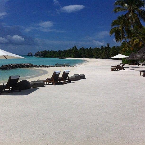 Sista dagen i paradiset tillbringar vi på stranden #oneandonly #reethirah #maldiverna #jordenruntmedving #vingresor #ving Läs mer om Maldiverna på http://www.ving.se/maldiverna/maldiverna