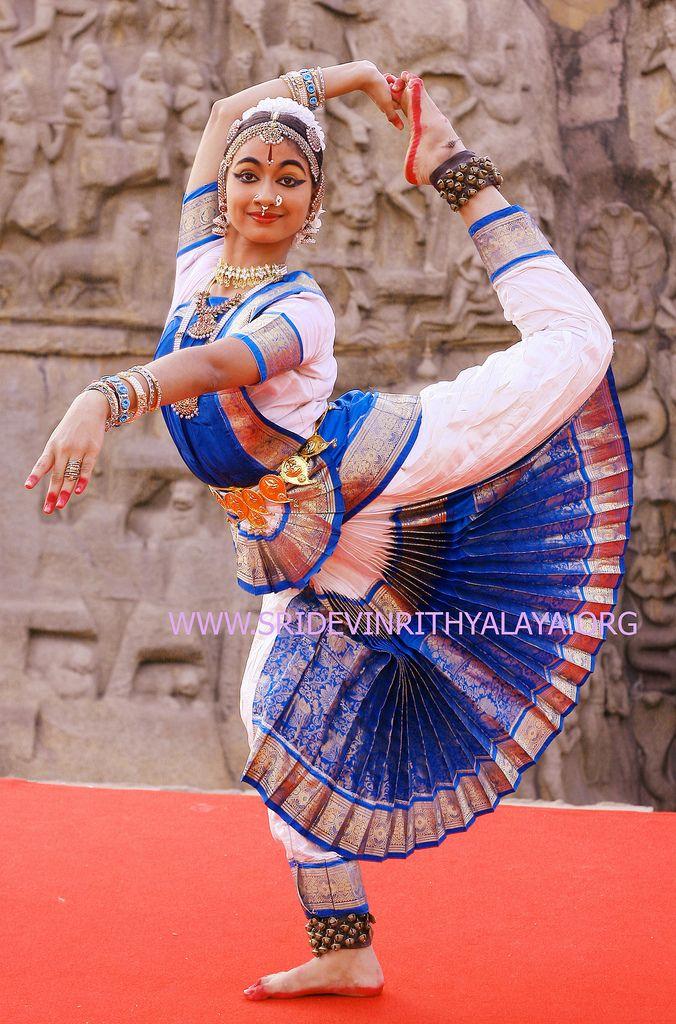 Bharatanatyam Bharata natyam  Harinie Jeevitha in Mahabalipuram (Mammalapuram)  Indian dances dancers music costumes dancer classical classes traditional dance costumes history of mudras songs arangetram dancers   bharatanatyam bharata   natyam indian   dance