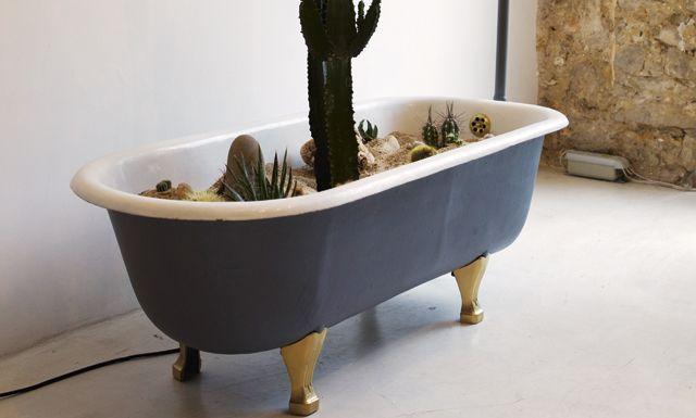 bad die wordt gebruikt als plantenpot