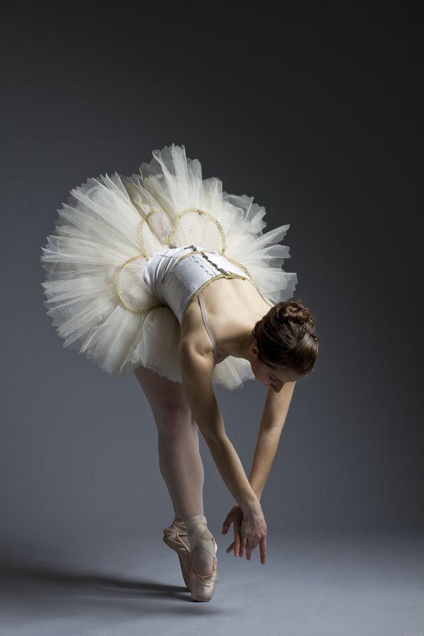 amateur-ballet-dancer-practicing
