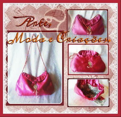 Bolsa em tecido cetim rosa para muitas ocasiões, alça em pedrarias, forro branco floral, acompanhada por um delicado e customizado porta-batom com o mesmo tecido. Ela é um charme!