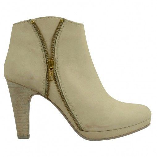 SACHA // White zipperboots €99,95 #sachashoes #zipper #gold #heels
