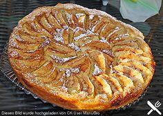 Apfeltarte mit Blätterteig aus dem Kühlregal (Rolle) Für die Creme: 300 mlMilch 1 Pck.Puddingpulver (Vanillegeschmack) 2 EL, gestr.Zucker 50 gMarzipanrohmasse 1Ei(er) 2 ELMandel(n), gemahlen 2 ELAmaretto 2 TLVanillezucker Für den Belag: 3 m.-großeÄpfel 1 EL, gestr.Zucker