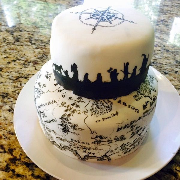 We would like a slice of this handpainted Lord of the Rings Cake