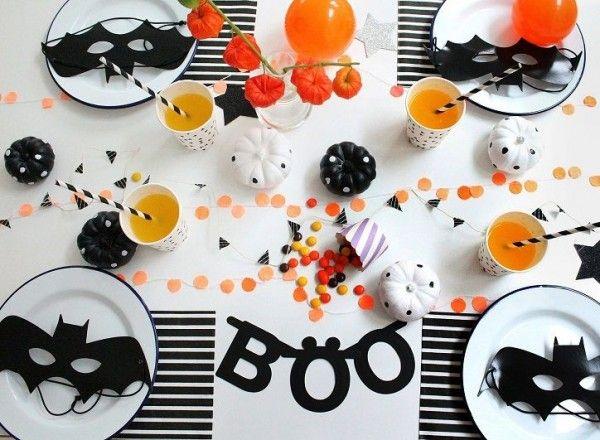Décoration de table colorée et acidulée pour Halloween  http://www.homelisty.com/decoration-halloween-2015-49-idees-deco-terrifiantes/    #décoration #halloween