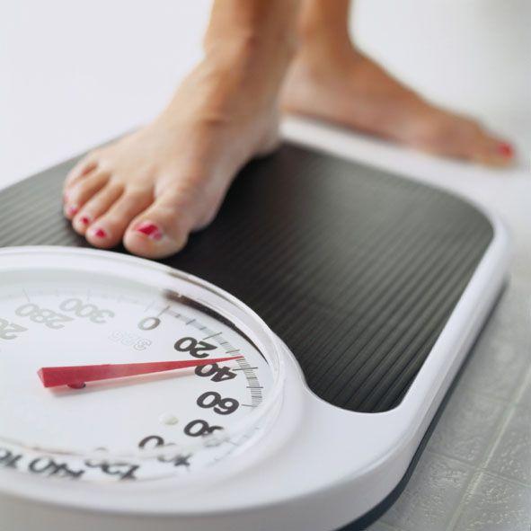 Набираем вес правильно Излишней худобой принято считать такое состояние, при котором нарушаются естественные процессы работы организма. Вы можете самостоятельно рассчитать свой ИМТ: разделите ваш вес (в килограммах) на возведенный в квадрат рост (в метрах). При излишней худобе ИМТ будет меньше 18. Причиной дефицита веса могут быть: нарушение обмена веществ, паразиты, гормональный дисбаланс, диабет, проблемы с кишечником или другие заболевания желудочно-кишечного тракта. Когда вы исключили…