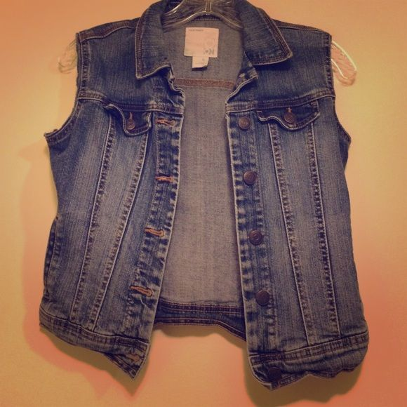 Sale Old Navy Jean Vest! Cute Old Navy jean vest. Perfect for summer. Its a girls XL, so I'm listing it as an XS. Perfect for someone petite. Old Navy Tops