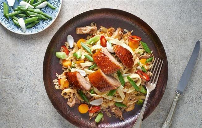 Chrumkavá kačica na ázijský spôsob s restovanou ryžou