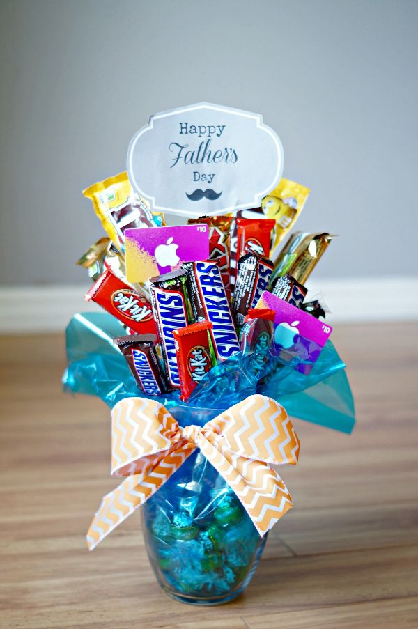 Father's Day Candy Bar Bouquet- so easy to make! Would be a great birthday or graduation gift too!