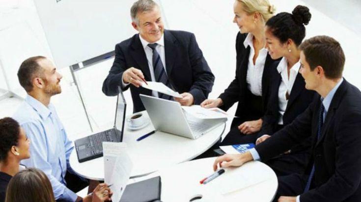 El Gerente de Operaciones es esencial para cualquier organización de negocios de gran tamaño y cuyas responsabilidades centrales tienden a ser similares en las diversas industrias.