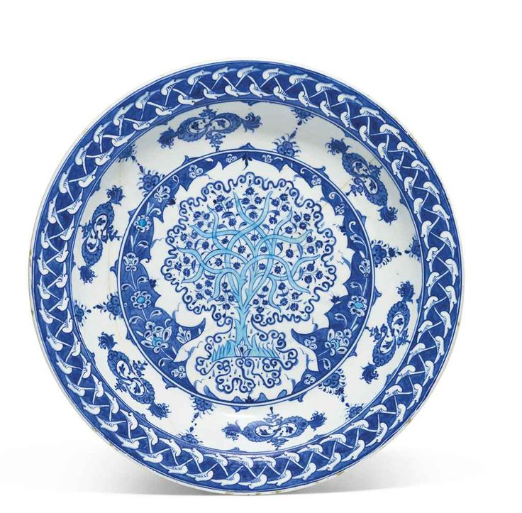 BLUE AND WHITE IZNIK POTTERY DISH  OTTOMAN TURKEY, CIRCA 1530-35    14in. (35.5cm.) diam.
