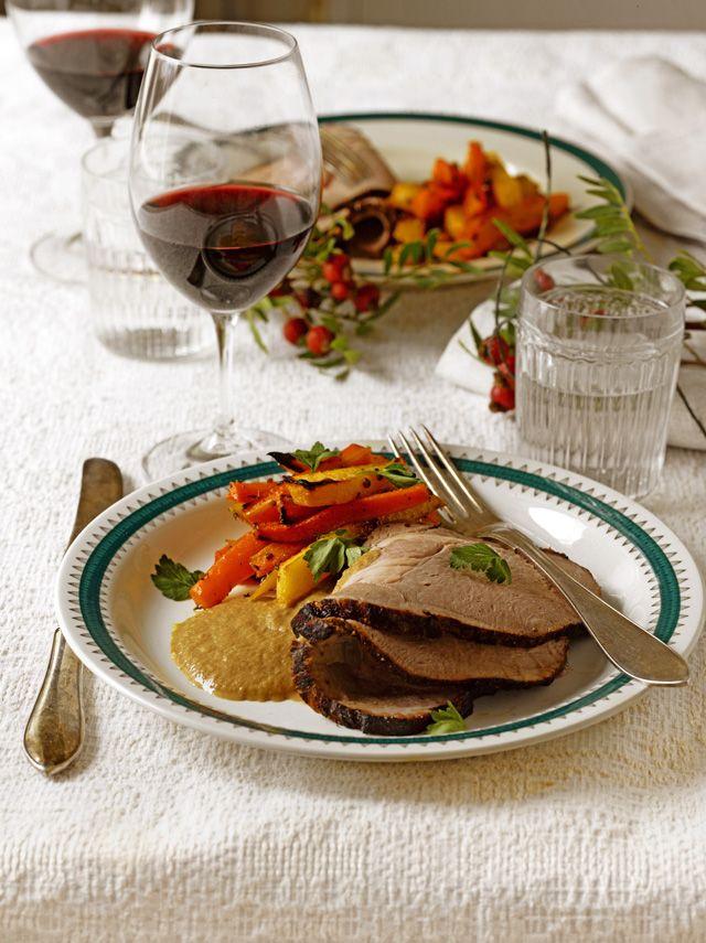 Korianterilla maustetut uunijuurekset - katso resepti! Uunijuurekset ovat maukas lisä joulupöytään.