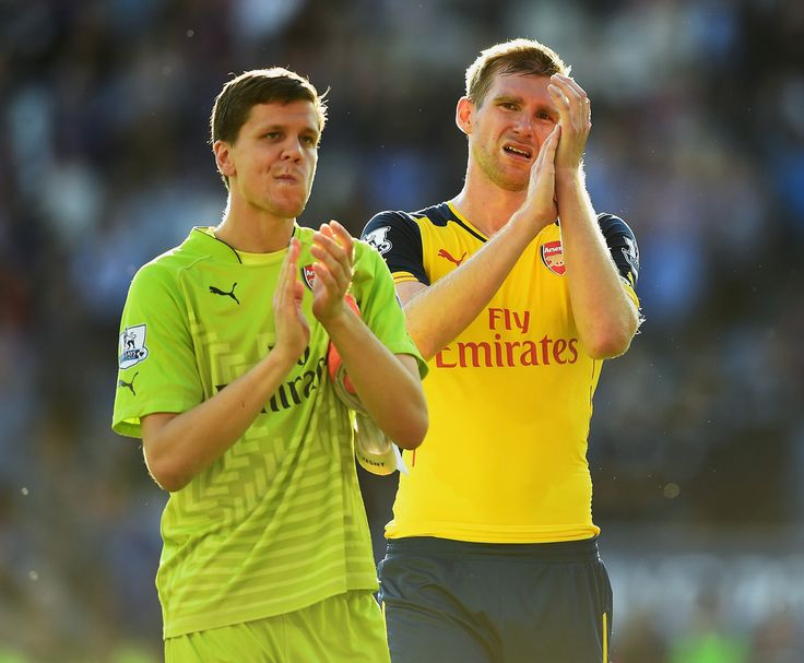 Wojciech Szczesny Photos Photos - Wojciech Szczesny (L) and Per Mertesacker of Arsenal walk off after the Barclays Premier League match between Leicester City and Arsenal at The King Power Stadium on August 31, 2014 in Leicester, England. - Leicester City v Arsenal - Premier League