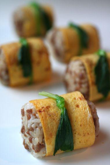 Onigiri: Soy Sauce Soboro (Minced Chicken Meat) Mixed Rice, Egg Crape, Mitsuba (Japanese Long Parsley) Ribbon 親子むすび
