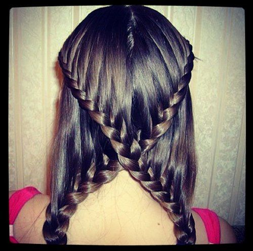 how ppl can do crazy braids like this is beyond me.