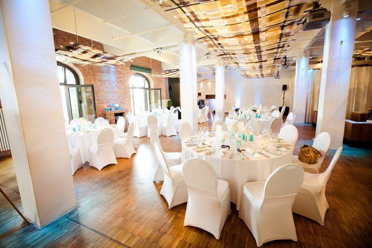 wedding venue Berlin weddingplanner: www.sarahlinow.de Foto: www.aufwolke7.de  #weddinglocation #weddingloft #hochzeitslocation #berlin #modern #loft