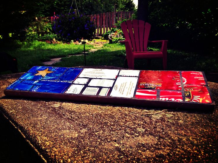My first pop can mosaic. And it's the Acadian flag of course ;) vive l'Acadie !
