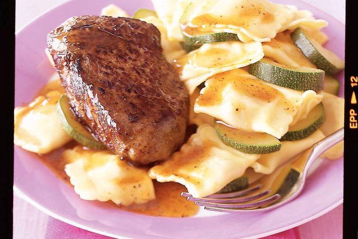 Kijk wat een lekker recept ik heb gevonden op Allerhande! Biefstuk met saliejus en ravioli