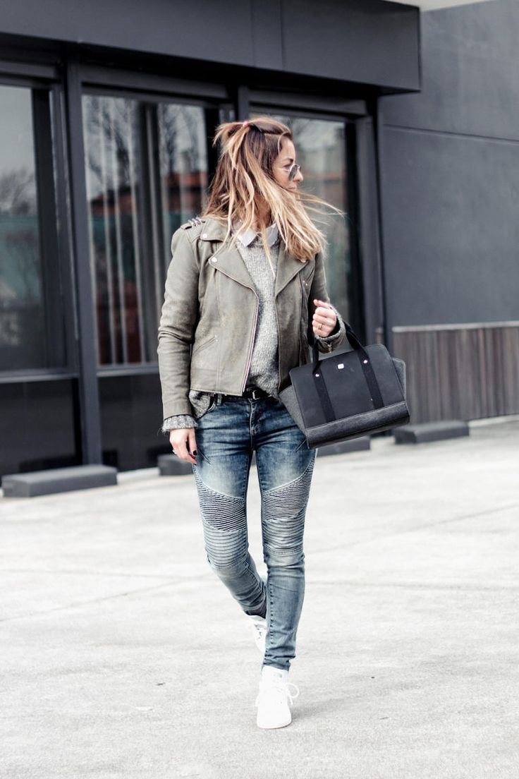 Friday with rayban Aviator, green leather biker and layers ...   Plus biker jeans and stan smith??? Yay or noon???   fashion_blogger_samivida_TIME-FOR-NEW-GREEN-LEATHER-BIKER-LOOK-04-ON-YOU-05B