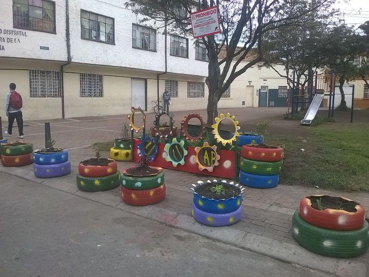 Recuperación de punto crítico en diagonal 16A Sur con carrera 24Dbis, con participación de vecinos barrio Restrepo, estudiantes y profesores del colegio Guillermo León Valencia y Hospital Rafael Uribe Uribe