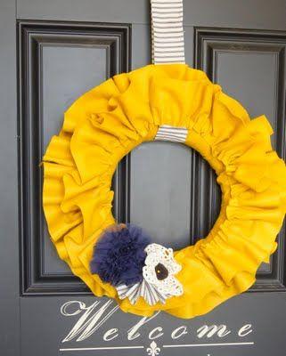 Tutorial for this great wreathWreaths Tutorials, Felt Ruffles, Diy Crafts, Ruffles Wreaths, Front Doors, Fall Wreaths, Autumn Wreaths, Doors Colors, Bright Colors