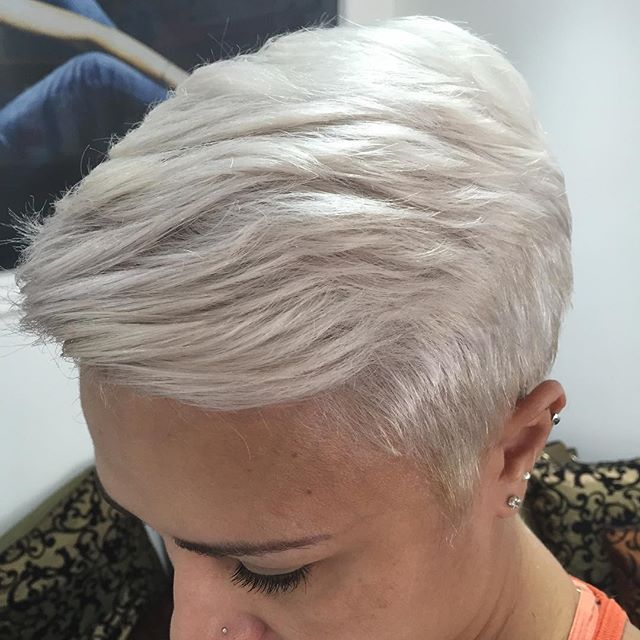 Tempestade ???Rsrsrs não é minha cliente linda e loira #platinada #loira #loiros #loirodivo #loirodossonhos #hairstylist #cortecurto #cabeleireiro #cabeleireira #top #cabeloscurtosdivos