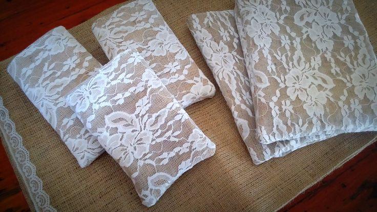 Bolsitas de Arpillera con Encaje 12x15  #souvenirs #arpillera #bolsas #rustico #tela #vintage #handmade #cumpleaños #recuerdos #estampa #arpillerapintada #casamientos #fiestasde15