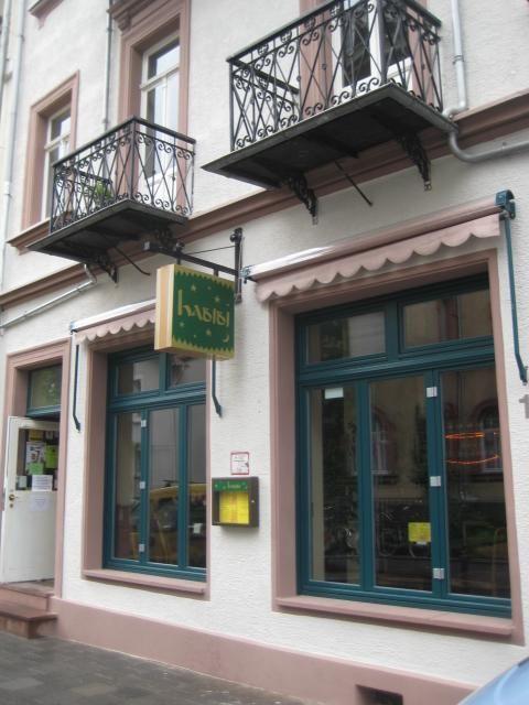 Habibi - persönliches Lokal mit vegetarischen und veganen Gerichten.   Öffnungszeiten Di, Mi, Do 11.30 – 23.00 Uhr Fr 11.30 – 23.00 Uhr Sa 17.00 – 23.00 Uhr So 11.30 – 23.00 Uhr Kontakt Telefon 06151 / 66 02 760 E-Mail cafe-habibi@web.de