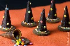 Cappelli di strega per Halloween - Brodo di coccole  #halloween #cioccolato #smarties #biscotti #brododicoccole