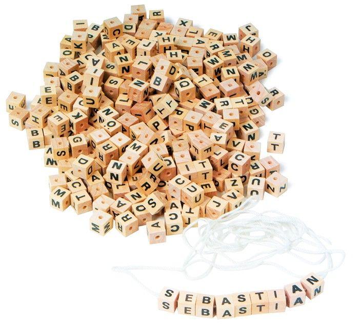www.malinowyslon.pl  Nauka czytania i pisania poprzez zabawę. Nawlekana Literki, 300 kostek z literkami i sznurkiem.