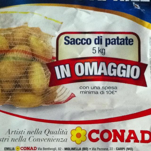 a me (sono io lo so) il sacco di patate in omaggio fa tanto ridere.