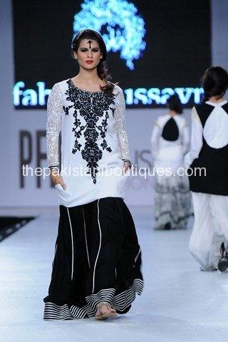 Adorable!! Pakistani Woman Fashion!!!!