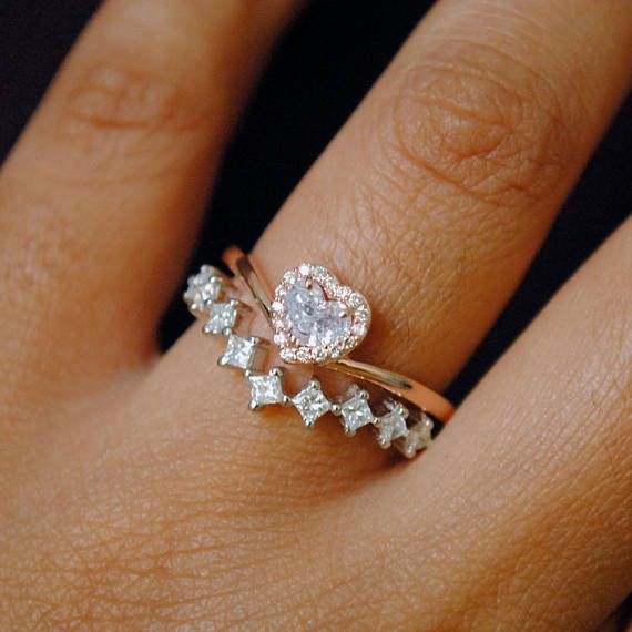 Heart Diamond Wedding Ring Set 14k Gold Heart Shaped Halo Etsy Heart Wedding Rings Heart Diamond Engagement Ring Black Diamond Ring Engagement