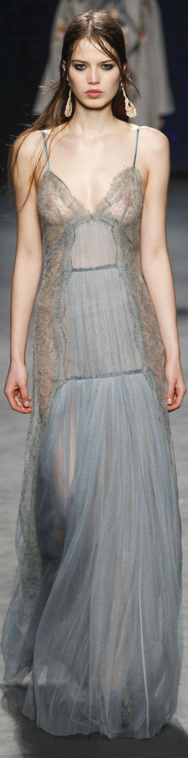 Alberta Ferretti fall 2016 RTW vogue