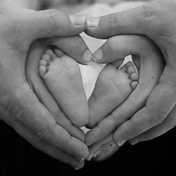 such a cute idea for new born picture. Adorable. <3