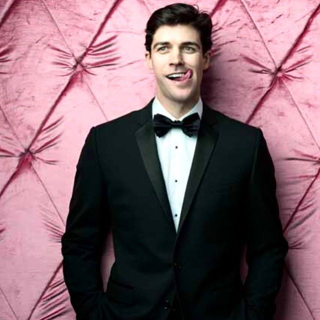 Roberto Bolle - Hottie with a naughty Instagram ... I mean one look and everyone loves the ballet now right!