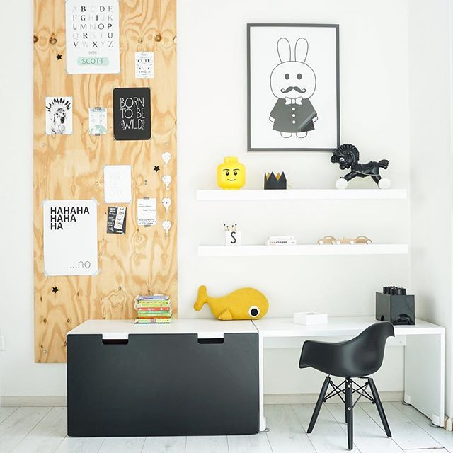 Geweldig leuk dit kinderhoekje in de woonkamer! Uit binnenkijken bij Annelies @dirksdotter #livingroom #interiordesign #homedecor #kidscorner #kinderkamer #kids #blackandwhite #yellow #homeinspo