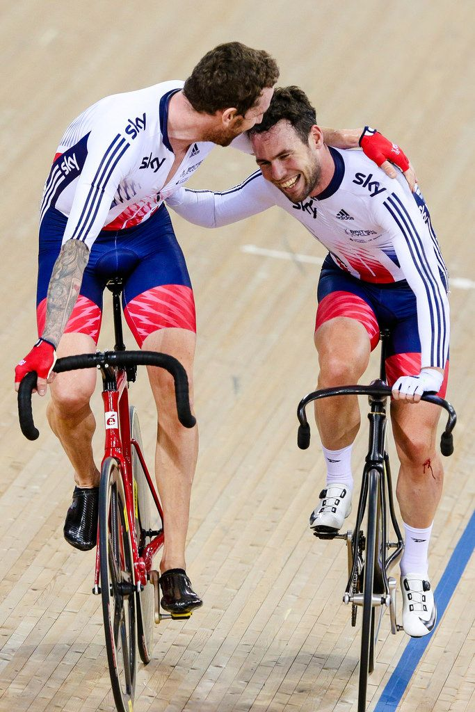 Picture by Charlie Forgham-Bailey/SWpix.com - 06/03/2016 - Cycling - 2016 UCI Track Cycling World Championships, Day 5 - Lee Valley VeloPark, London, England - Sir Bradley Wiggins of GBR and Mark Cavendish after winning gold in the Men's Madison Race