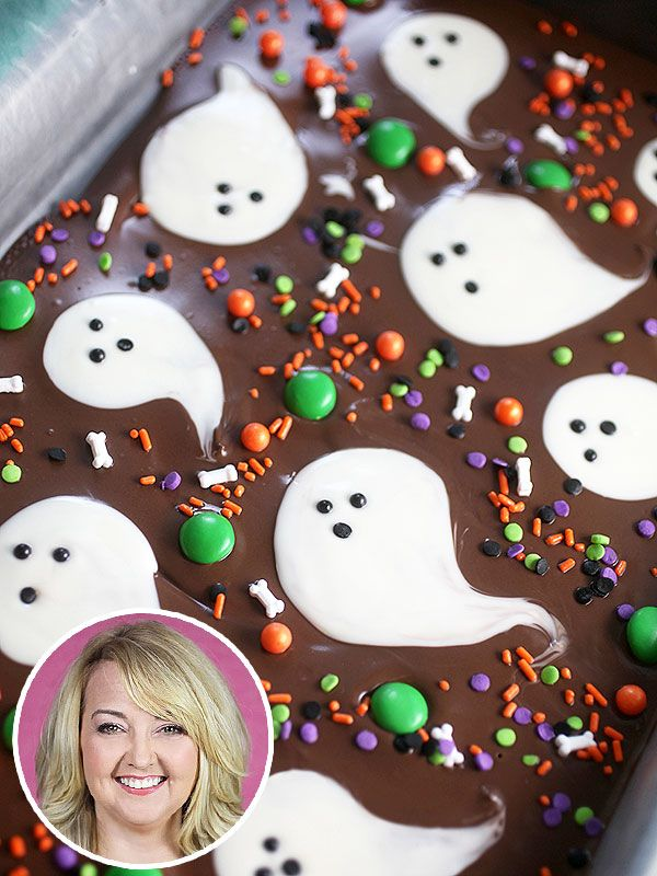 Bakerella's Spooky No-Bake Treat: Boo Bark! http://greatideas.people.com/2014/10/17/bakerella-halloween-chocolate-bark/